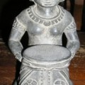 Dewi Sri als Kerzenhalter