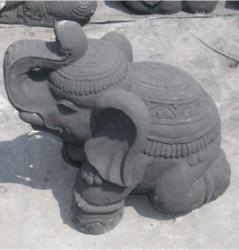Elephant sitzend