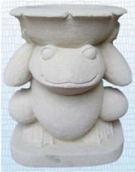 Frosch mit Schale