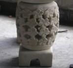 Podest mit Blüten (Weiß)